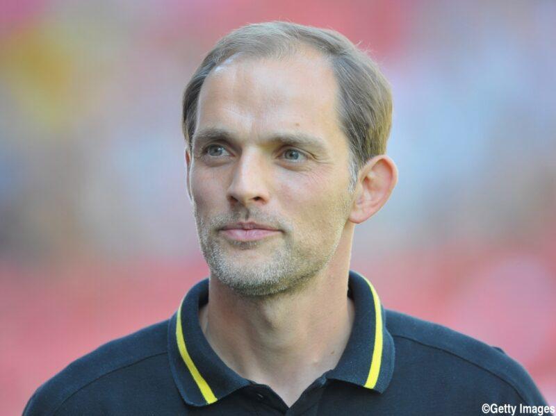 ボルシア・ドルトムントの試合を指揮する監督トーマス・トゥヘル
