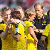 2015年8月23日開催のドイツ・ブンデスリーガ、ボルシア・ドルトムントVSインゴルシュタットの試合に勝利後のセレブレーションで香川真司をハグしてちょっかいをかけるマルコ・ロイス