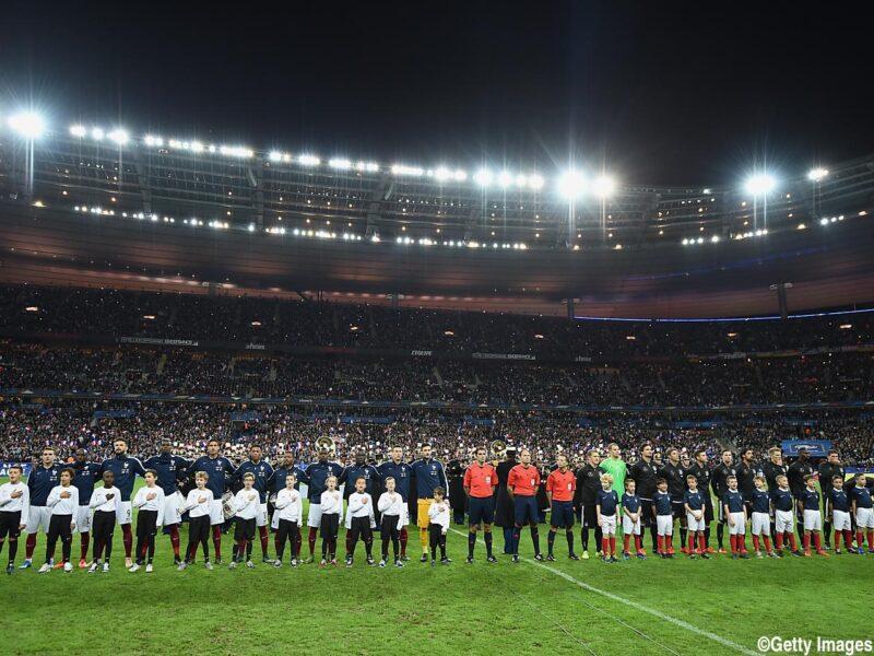 サッカーEURO2016大会に向けて国際親善試合にのぞむドイツ代表とフランス代表の試合前国歌斉唱の様子