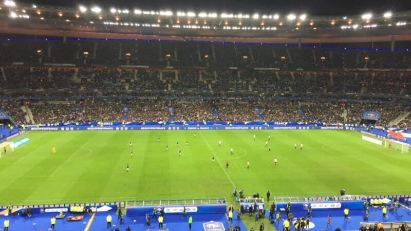 サッカーEURO2016大会に向けて開催されていた国際親善試合の最中にパリ同時多発テロを受けたフランスVSドイツ戦のスタジアムの様子