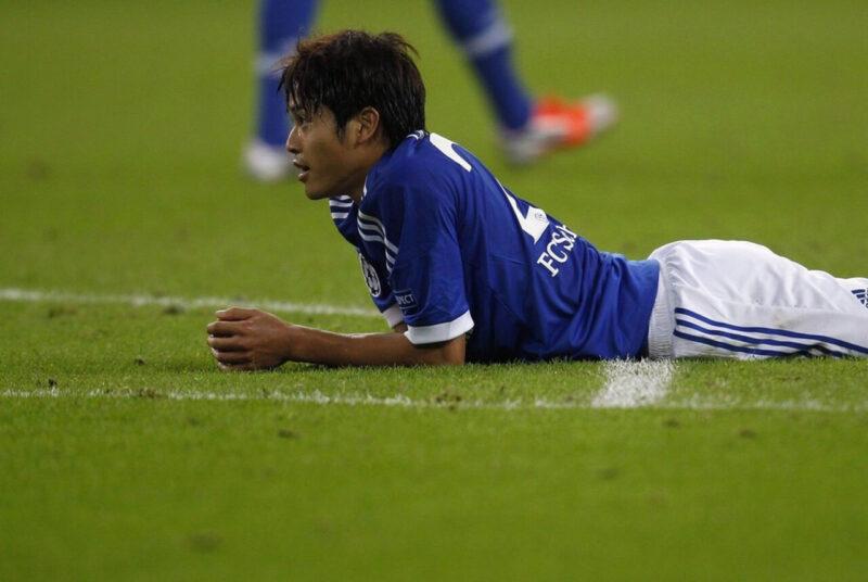 ドイツ・ブンデスリーガのシャルケの試合中に好プレイを見せる内田篤人