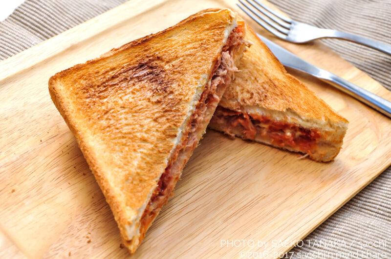 優れた機能と使い勝手のよさ満載なのに、お手頃価格で幅広い世代が購入しやすい、一人暮らしを中心におすすめの象印オーブントースターで焼いた食パンでつくったホットサンド