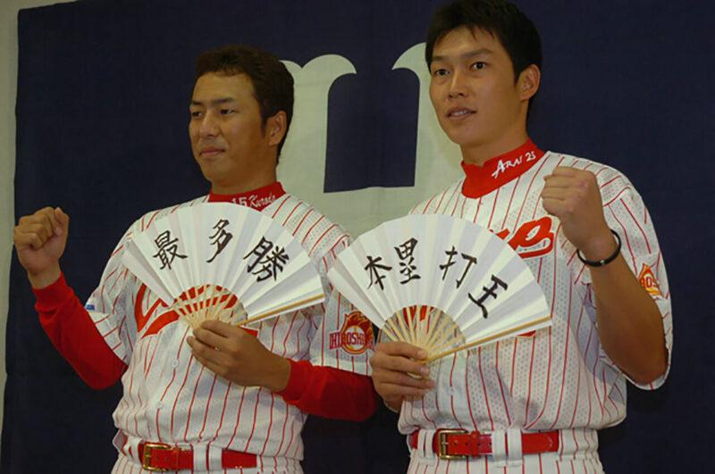 広島カープ所属時代の2005年、黒田博樹・最多勝、新井貴浩・本塁打王をそれぞれ達成したオフシーズンに撮影された記念写真