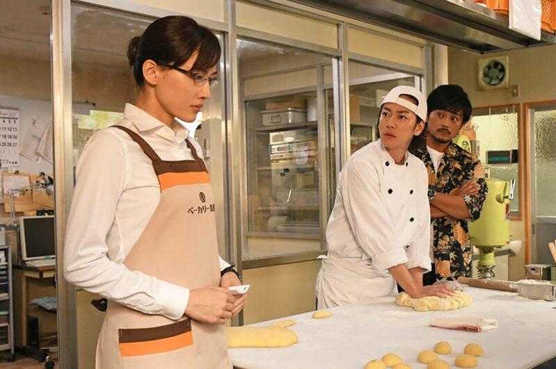 TBSドラマ「義母と娘のブルース」の綾瀬はるかと佐藤健