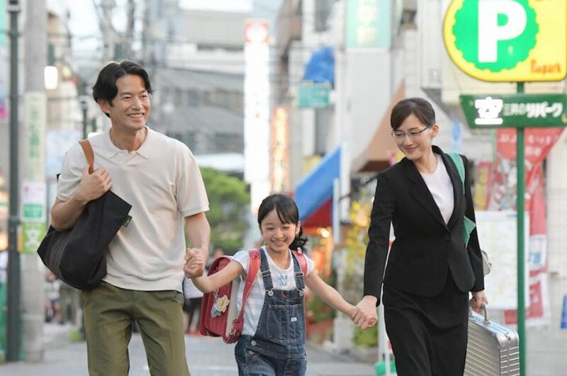 TBSドラマ「義母と娘のブルース」の綾瀬はるかと竹野内豊と横溝菜帆