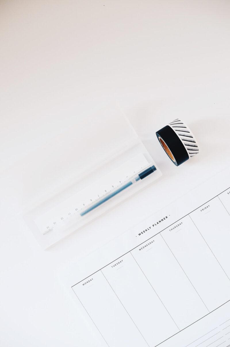 手帳をデコるためにぴったりのおしゃれなマスキングテープとペンとペンケース