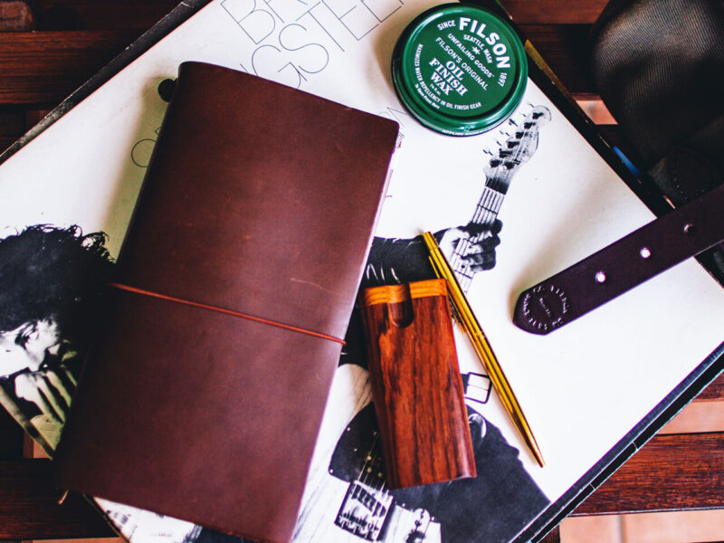 スケジュール管理だけでなく、手帳デコ・コラージュ・スクラップ・アイデアメモ・情報集約・日記・イラスト描き・カスタマイズでも楽しめて最適なトラベラーズノート