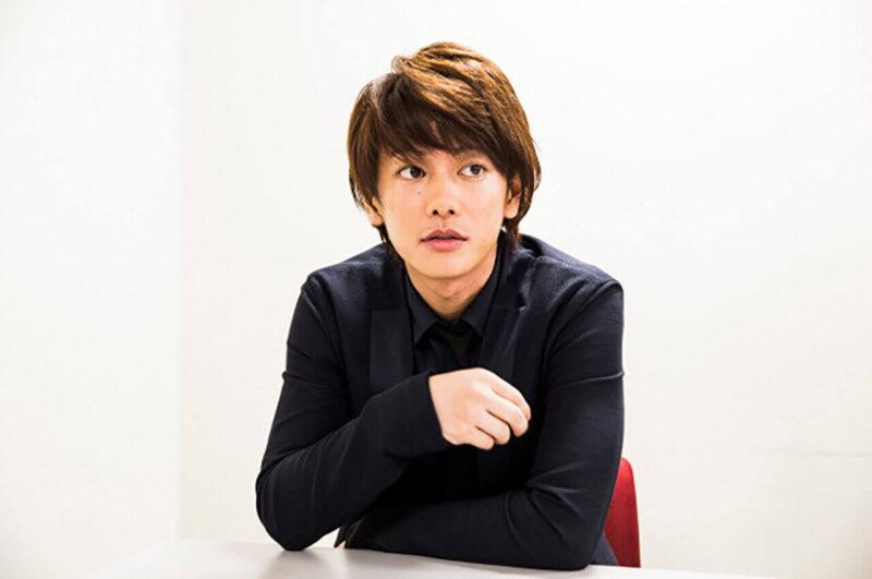 映画「るろうに剣心」でインタビューを受ける佐藤健