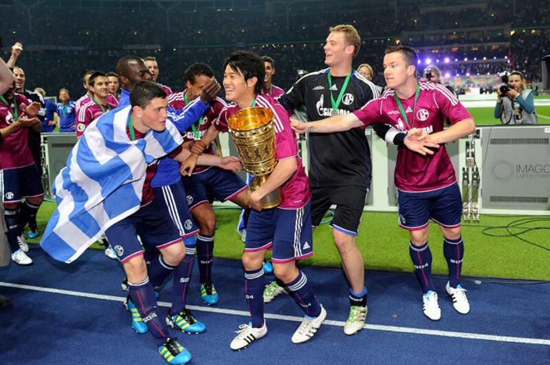 2010-2011シーズンドイツカップ優勝時のシャルケ・内田篤人とチームメイト