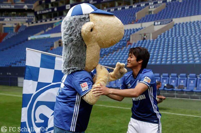 試合前のシャルケ・内田篤人とエルウィン