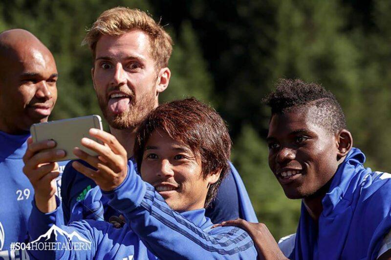 合宿中のシャルケ・内田篤人とチームメイト