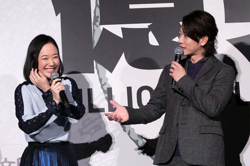 映画「億男」舞台挨拶での佐藤健と黒木華