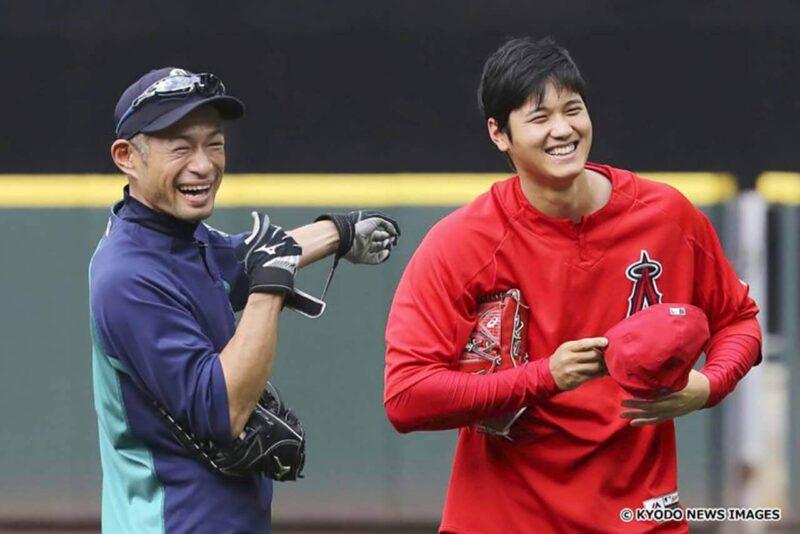 試合前練習中のイチローと大谷翔平