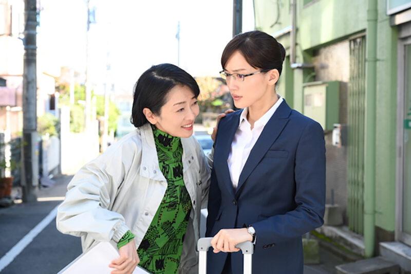 TBS系列「義母と娘のブルース」宮本亜希子役の綾瀬はるか・下山和子役の麻生祐未