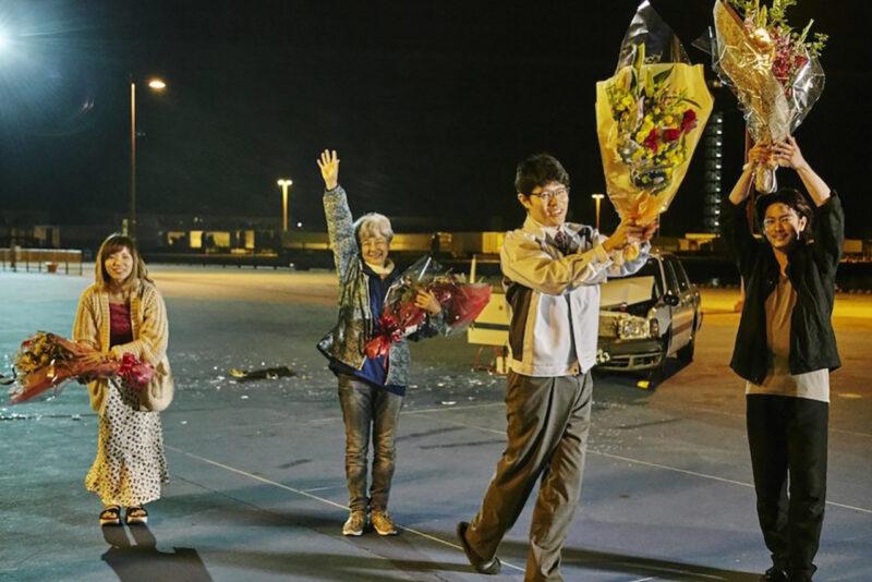 白石和彌監督作品「ひとよ」クランクアップ時の佐藤健・鈴木亮平・松岡茉優・田中裕子