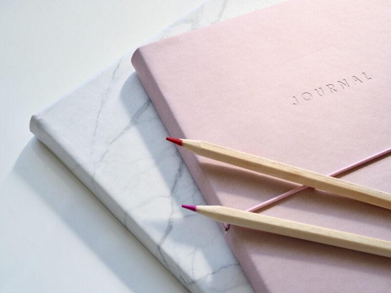 愛用の手帳と鉛筆