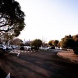 神奈川県小田原市にある「小田原フラワーガーデン」の大型駐車場