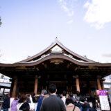 満開の紅梅白梅が楽しめる東京の梅名所、湯島天神/湯島天満宮の本殿と梅