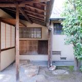 満開の紅梅白梅が楽しめる東京の梅名所、池上梅園の茶室・聴雨庵