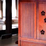 満開の紅梅白梅が楽しめる東京の梅名所、府中市郷土の森博物館の敷地内にある、幕末から明治期の呉服店で府中宿の代表的な大店だった旧田中家住宅の復元