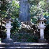 満開の紅梅白梅が楽しめる東京の梅名所、谷保天満宮にある慰霊碑