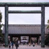 満開のソメイヨシノなどが楽しめる東京の桜名所、靖国神社/靖國神社の第二鳥居と神門