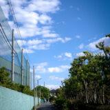 清々しい新緑・芝生と白い砂浜・青い海が気持ちよく、5月の青空と花木が映える、都内初の海浜公園「大森ふるさとの浜辺公園」に隣接する貴船堀公園と東京ガス大森グラウンド