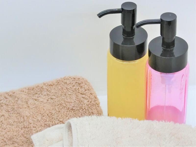 毛穴詰まり・毛穴開き・黒ずみ・角栓・たるみ毛穴・くすみ・ハリ不足・シワを解消する、毛穴レスの美肌に効果的なクレンジング方法に適したオイルクレンジングと清潔なタオル