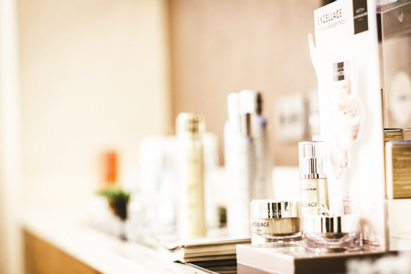 毛穴詰まり・毛穴開き・黒ずみ・角栓・たるみ毛穴・くすみ・ハリ不足・シワを解消する、毛穴レスの美肌に効果的な化粧水の使い方に適した化粧水などのスキンケア一式