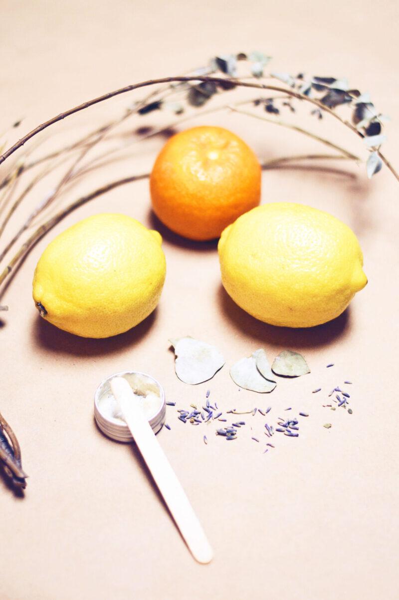 毛穴詰まり・毛穴開き・黒ずみ・角栓・たるみ毛穴・くすみ・ハリ不足・シワを解消する、毛穴レスの美肌に効果的なレモンやオレンジなどのフルーツと化粧水