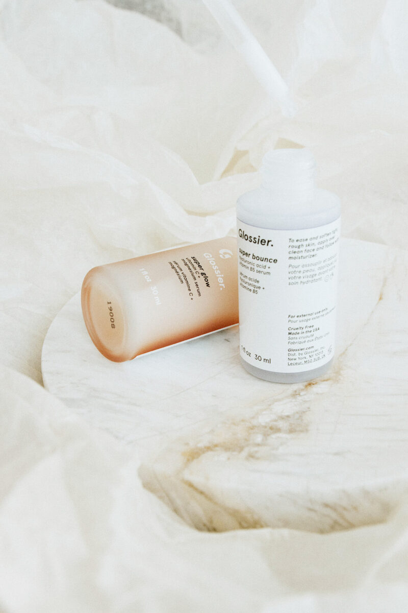 毛穴詰まり・毛穴開き・黒ずみ・角栓・たるみ毛穴・シミ・そばかす・くすみ・ハリ不足・シワ・目もとの肌トラブルを改善する、毛穴レスの美肌になるために効果的な美容液の使い方に適した美容液