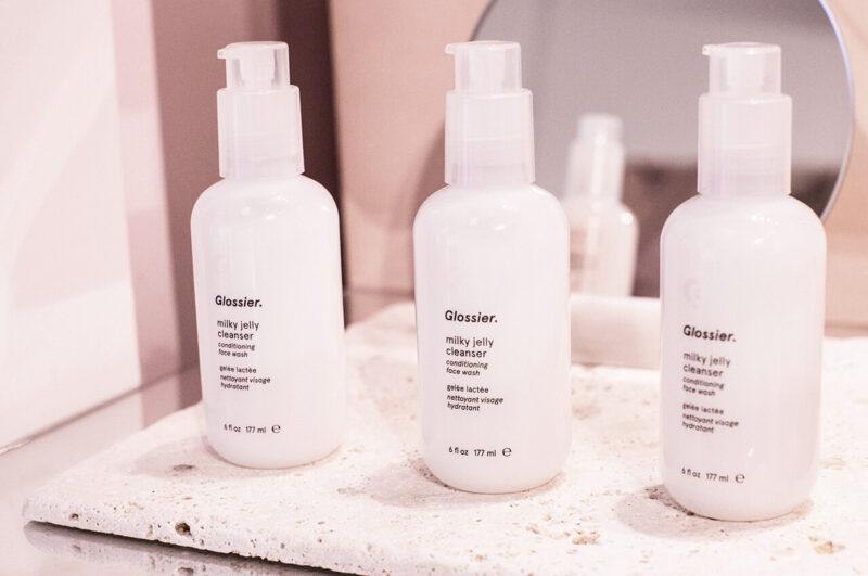 毛穴詰まり・毛穴開き・黒ずみ・角栓・たるみ毛穴・シミ・そばかす・くすみ・ハリ不足・シワ・乾燥を改善する、毛穴レスの美肌に効果的な洗顔方法に適した洗顔料