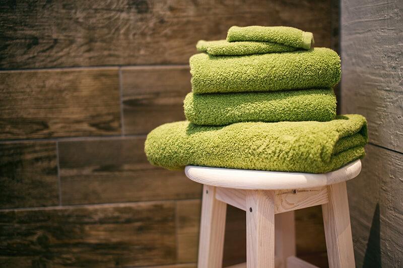 毛穴詰まり・毛穴開き・黒ずみ・角栓・たるみ毛穴・シミ・そばかす・くすみ・ハリ不足・シワ・乾燥を改善する、毛穴レスの美肌に効果的な洗顔方法に適した洗顔料で顔を洗ったあとに使うふかふかの柔らかタオル