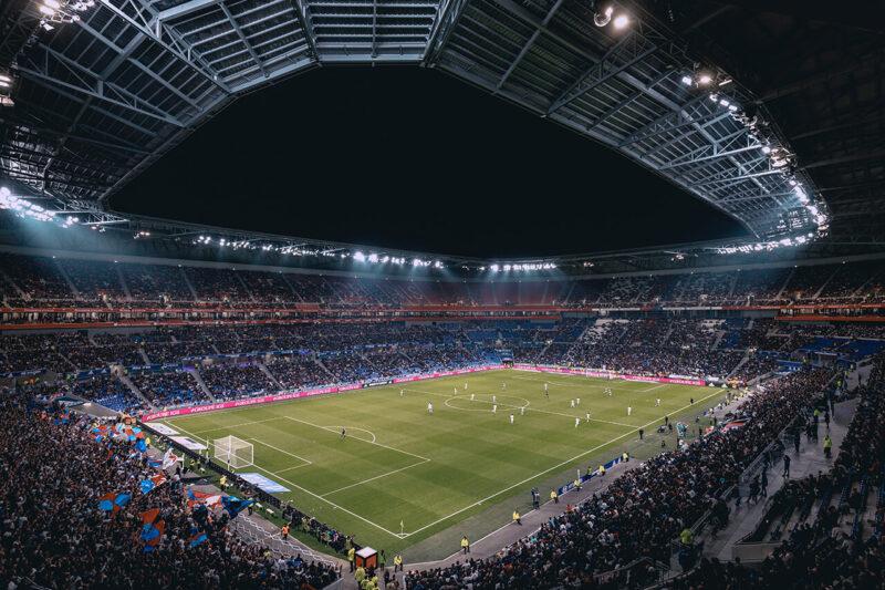 サポーター・ファンで満員のサッカー場スタジアム