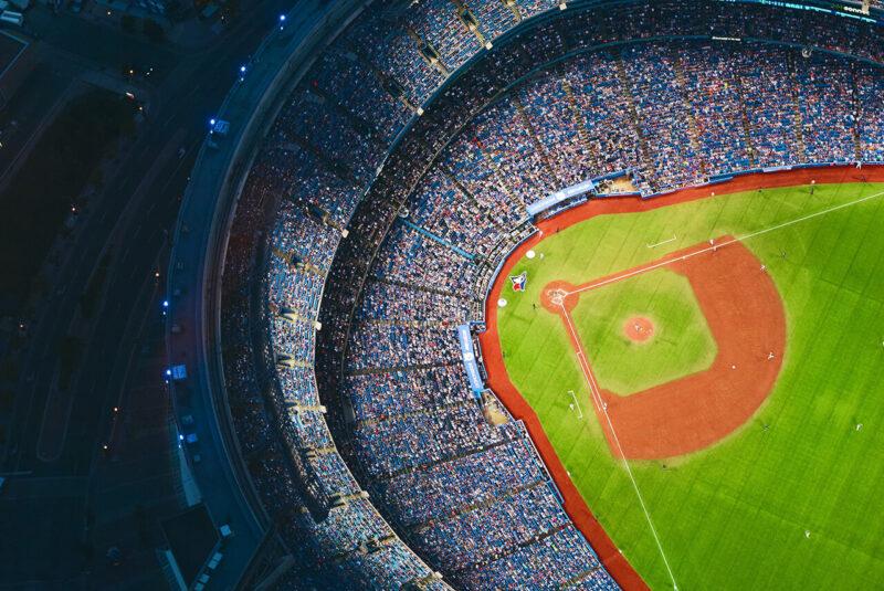 サポーター・ファンで満員の野球場スタジアム