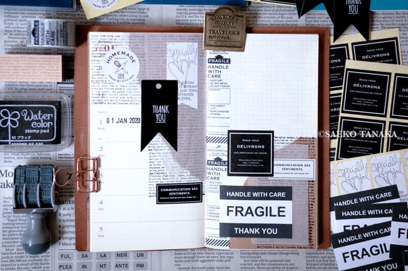 トラベラーズノート 2020ダイアリー 週間+メモリフィル レギュラーサイズのスケジュール欄に、中目黒・東京駅のトラベラーズファクトリー店舗やおしゃれな雑貨屋で購入したスタンプ・マスキングテープ・紙もので手帳コラージュをした2019年12月30日(月)〜2020年1月5日(日)の見開き中身