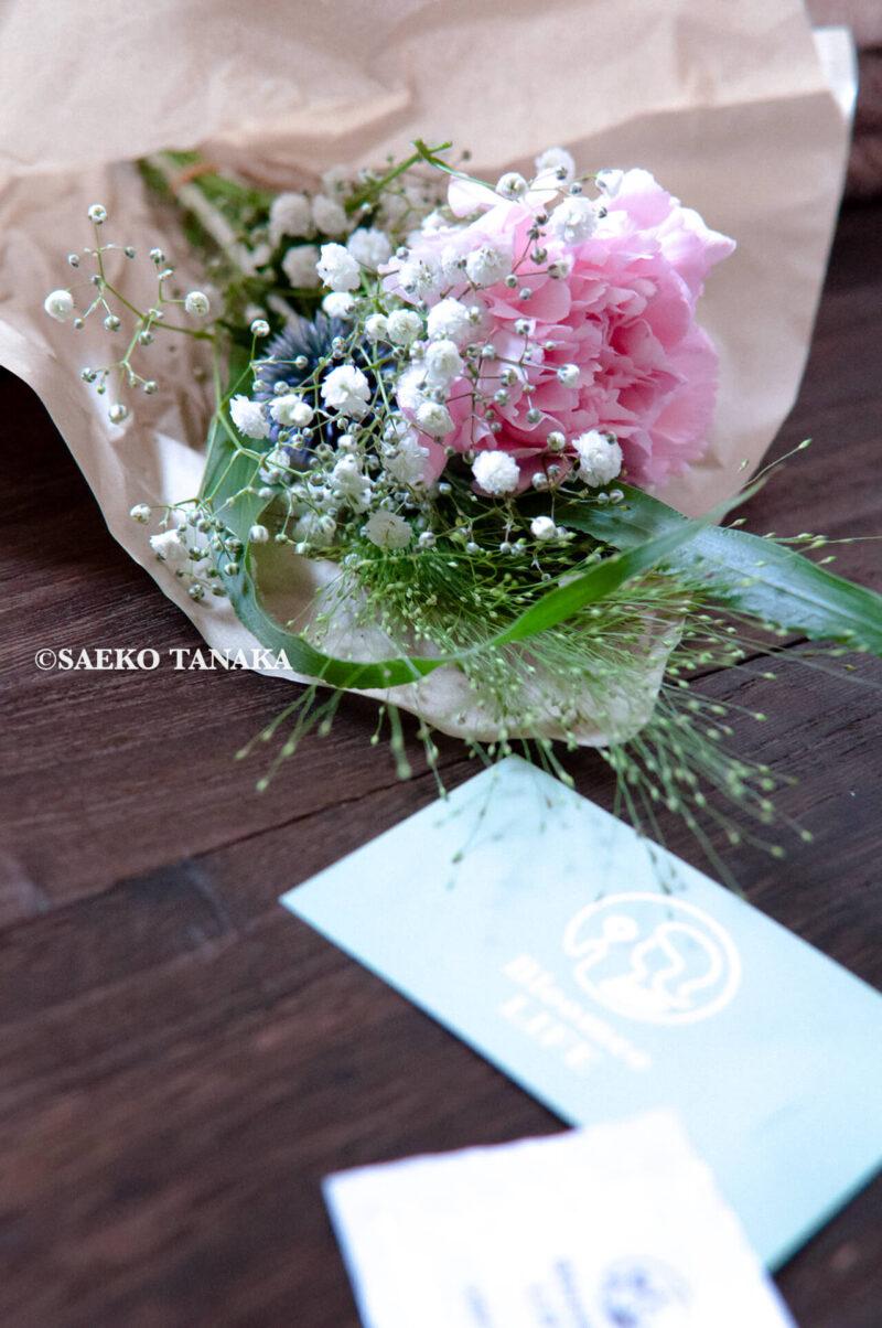 インスタグラムで話題のポストに届くお花の定期便サービス『Bloomee LIFE/ブルーミーライフ』レギュラープラン・2020年7月3日号のお花とショップカード