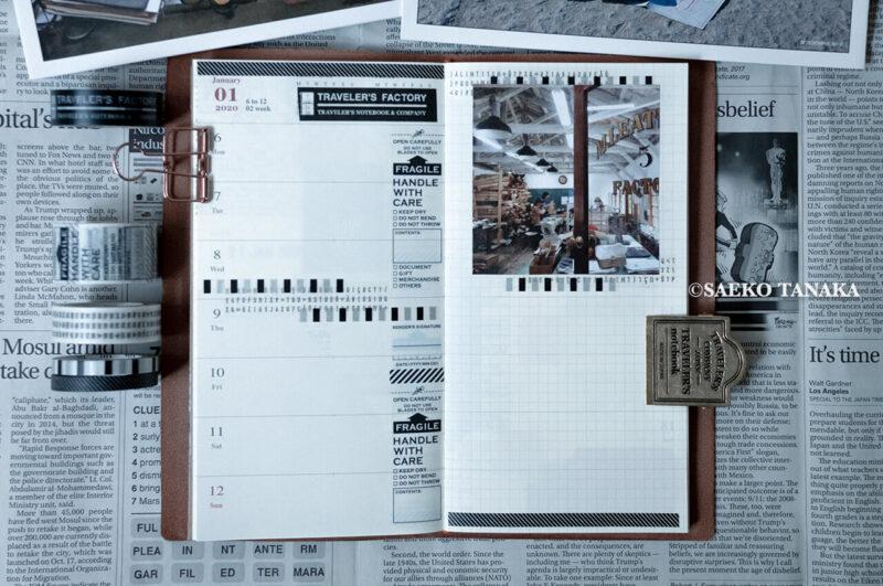 トラベラーズノート 2020ダイアリー 週間+メモリフィル レギュラーサイズのスケジュール欄に、中目黒・東京駅のトラベラーズファクトリー店舗やおしゃれな雑貨屋で購入したスタンプ・マスキングテープ・紙ものの素材で手帳コラージュをした2020年1月6日(月)〜2020年1月12日(日)の見開き中身
