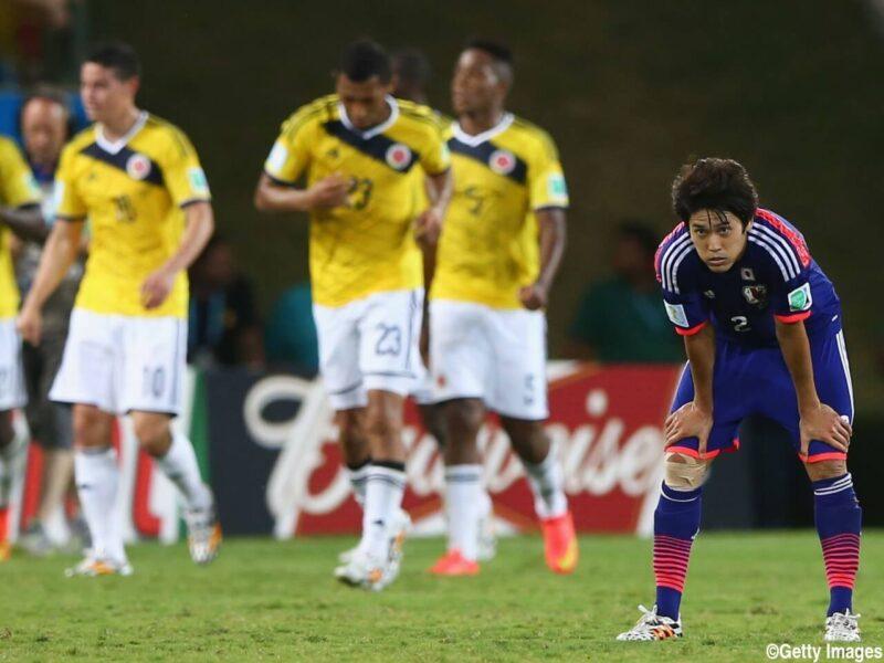 サッカー日本代表チームが参加した2014FIFAワールドカップブラジル大会でコロンビアとの試合で敗戦してうなだれるDF・右サイドバック内田篤人