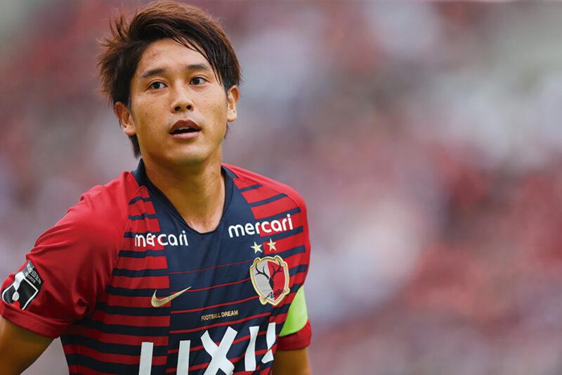 所属クラブチームの鹿島アントラーズで公式試合に出場する右サイドバック・DFの内田篤人