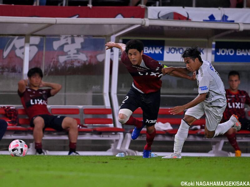 2020年8月23日・カシマサッカースタジアムにて開催された鹿島アントラーズVSガンバ大阪戦の引退試合に出場してプレイする右サイドバック・DFの内田篤人