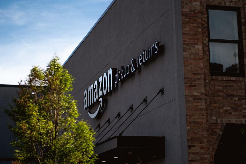 子供のクリスマスプレゼントを賢く安くお得に購入できることでも好評なAmazon『年末の贈り物セール』を展開するAmazon本社オフィスビル