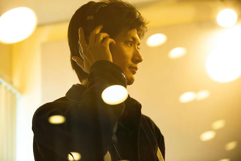 自身が歌う楽曲『Night Diver』収録中の俳優・三浦春馬