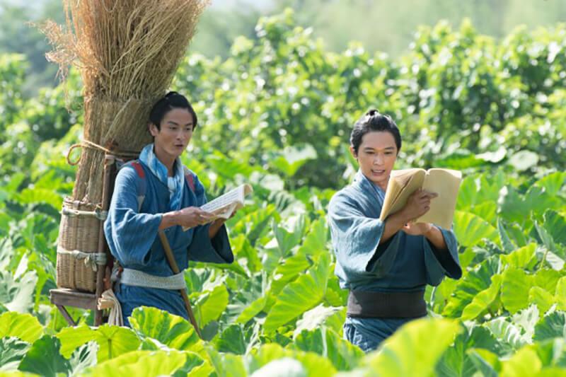 NHK大河ドラマ『青天を衝け』主人公・渋沢栄一を演じる吉沢亮と、栄一の従兄・喜作役の高良健吾