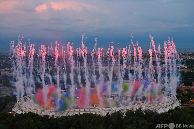 ユーロ2020 サッカー欧州選手権の開会セレモニーで打ち上げられる花火